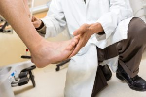 Что такое гигрома стопы и как ее лечить