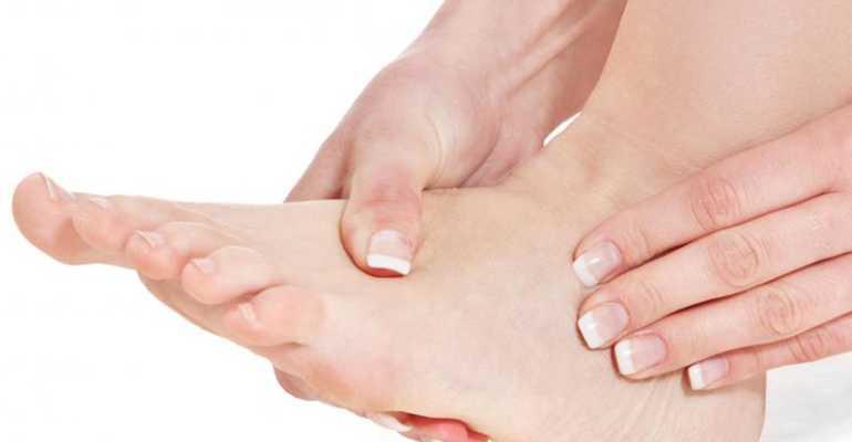 Из-за чего могут опухать суставы и как лечить патологию