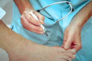 К какому врачу обращаться при появлении косточки на ноге