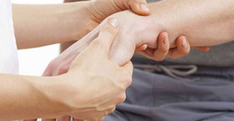 Перелом лучезапястного сустава со смещением лечение срок