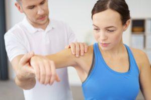 Причины и терапия болевого синдрома спины под правой лопаткой сзади
