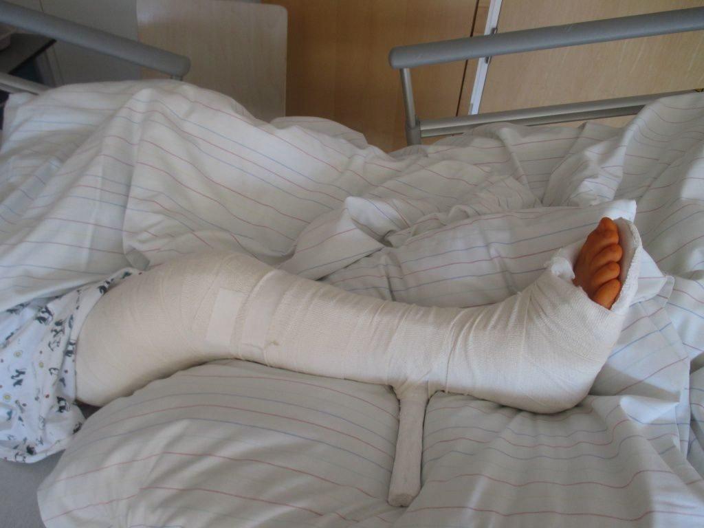 Боли в коленях у детей и подростков — что делать?