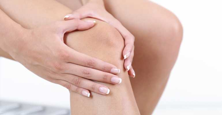 Из-за чего появляется боль с внутренней стороны сбоку колена и как от нее избавиться