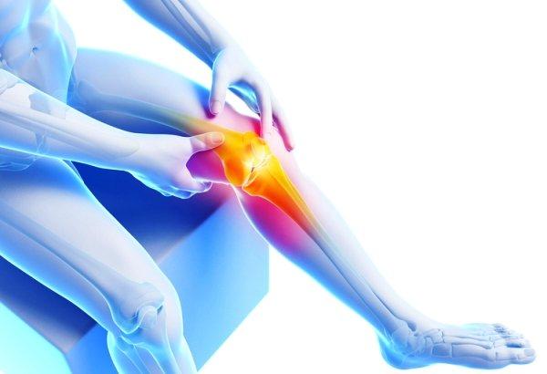 Какие симптомы возникают при повреждении мениска коленного сустава и как их лечить?