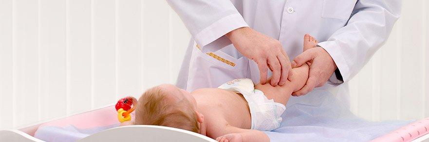 Почему хрустят суставы у младенцев и о чем это может говорить