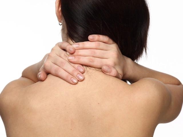 Положительные свойства электромассажера для шеи и плеч при остеохондрозе