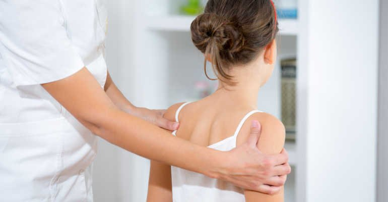 Признаки и профилактика ювенильного остеохондроза позвоночника
