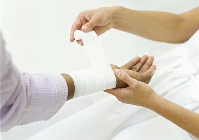 Виды лучших повязок для фиксации руки при переломе